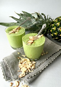 Green Almond-Pineapple smoothie