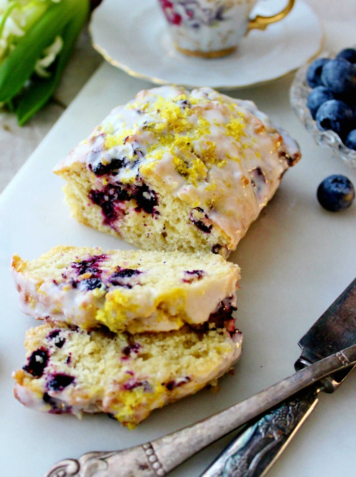 Blueberry form cake
