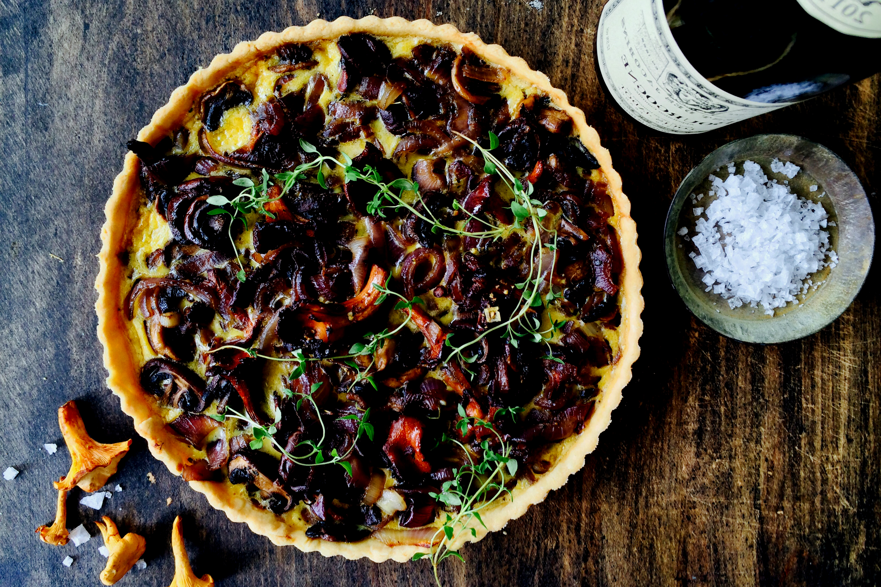 """Forest quiche"" with mushrooms & red onion"
