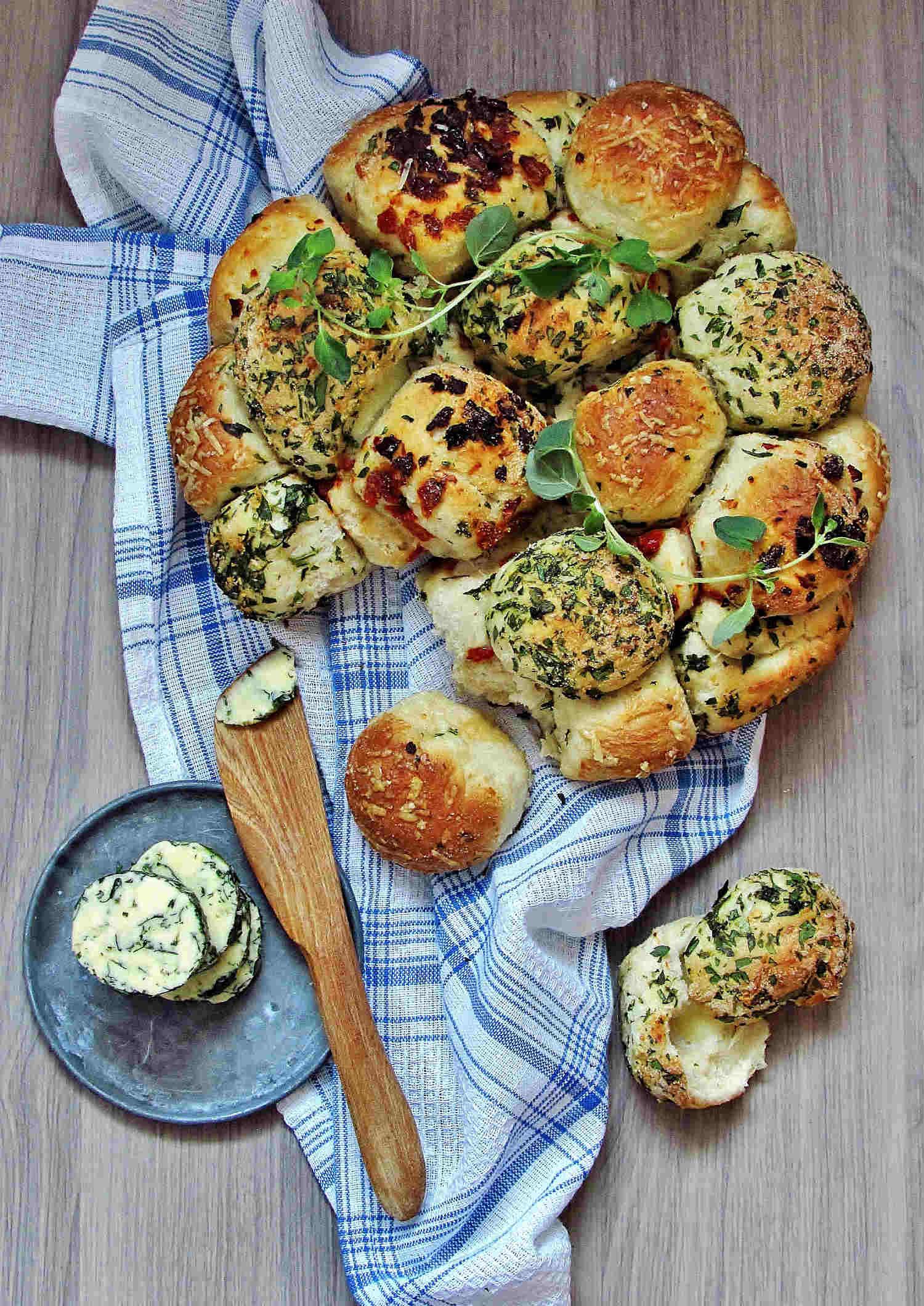 brytebrød-urtesmør-brød